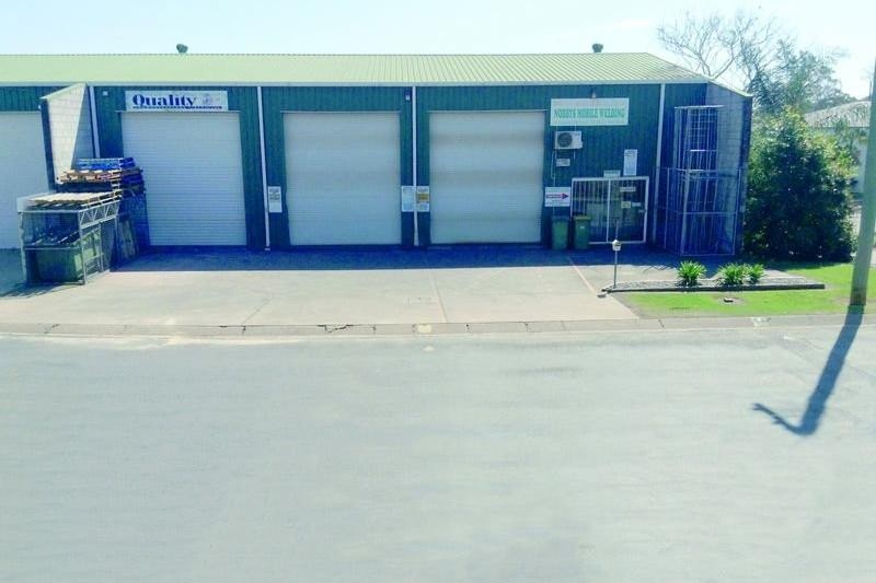 INDUSTRIAL WAREHOUSE / WORKSHOP FOR SALE
